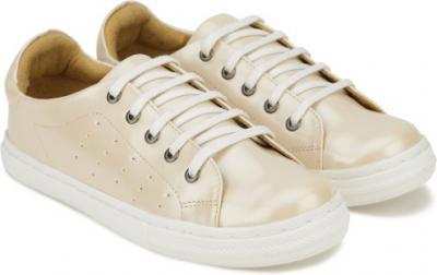 Minimum 80% off on Women's footwear