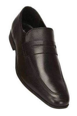 Redtape & Athleisure Shoes Flat 70% Off