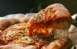 US Pizza Buy 1 Get 1 Pizza + Rs. 15 FreeCharge Cashback at Freecharge