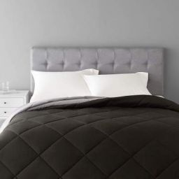 AmazonBasics Reversible Microfiber Comforter - Full/Queen, Black
